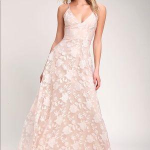 [Lulu's] NWT Floral Blush Pink Maxi Dress Size M